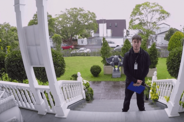 New Zealand Advert Teaches Us How To Deal With Door Salespeople UNILAD NZ15 640x426