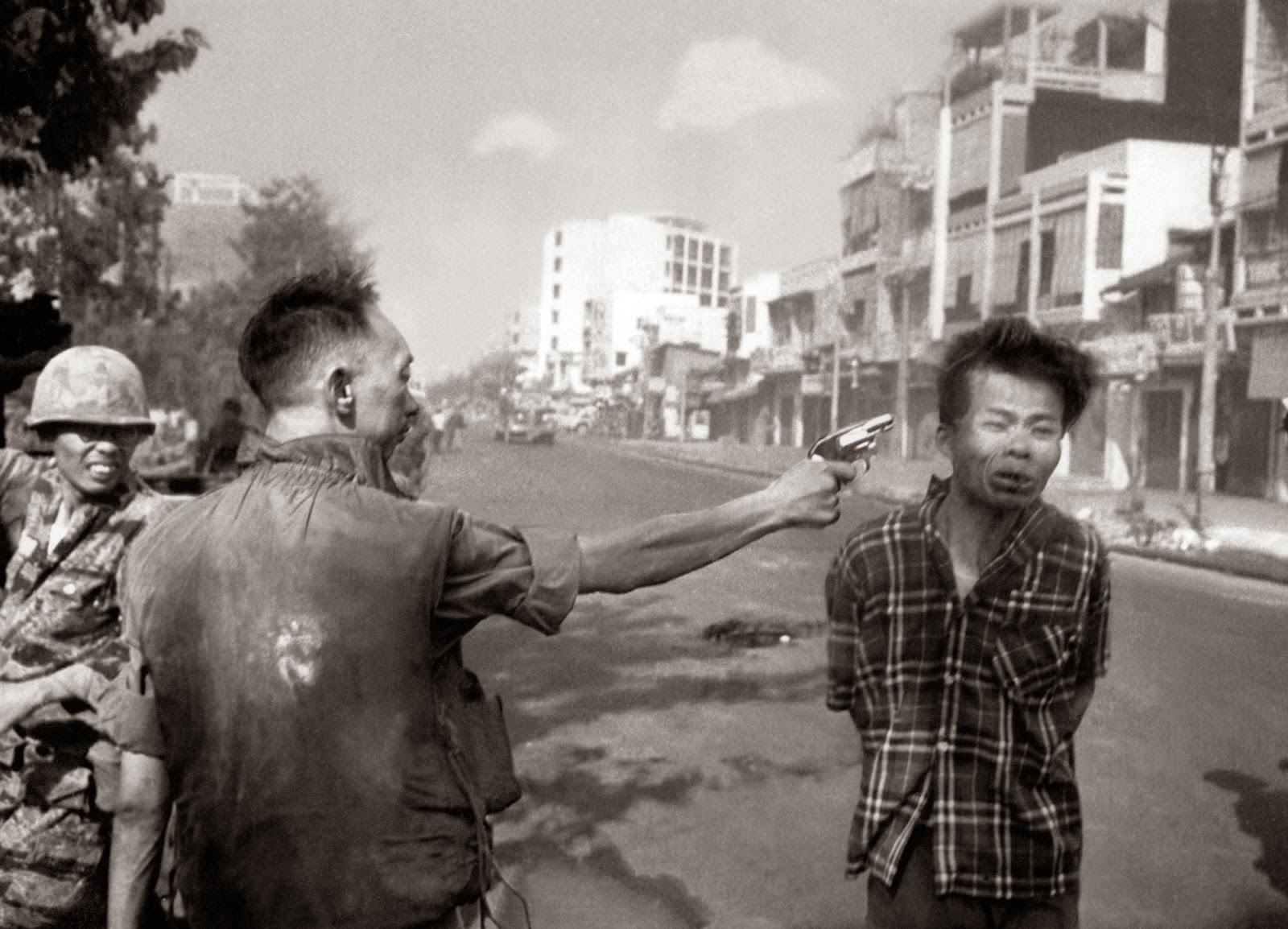 Ten Powerful Images That Shook The World UNILAD Saigon Execution Murder of a Vietcong by Saigon Police Chief 19687