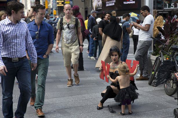 Topless Street Performer Criticised For Bringing Her Toddler To Work UNILAD Street performer Maria Diaz6