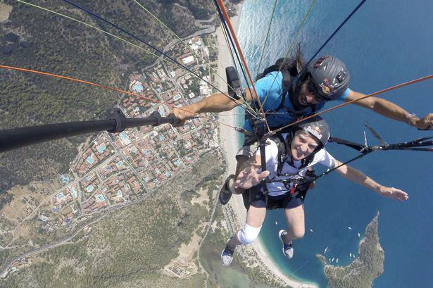 83 Year Old Man Paraglides In Honour Of His Wife Who Has Alzheimers UNILAD alt13