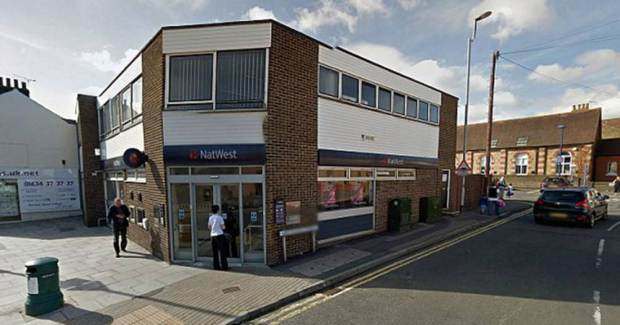 Genius Bank Robber Asks Cashier To Put Cash Into His Own Bank Account UNILAD bad robber 13