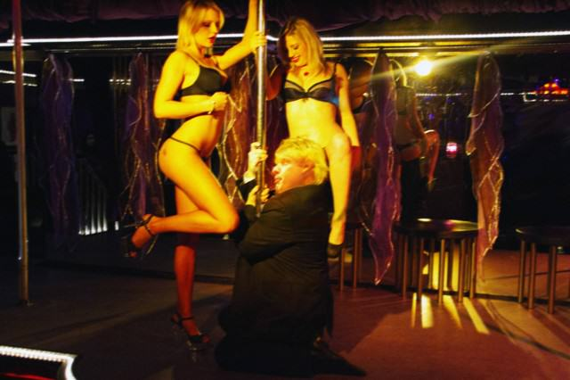 Strip Club Employees Tell Some Of Their Craziest Workplace Stories UNILAD boris strippers3 640x426