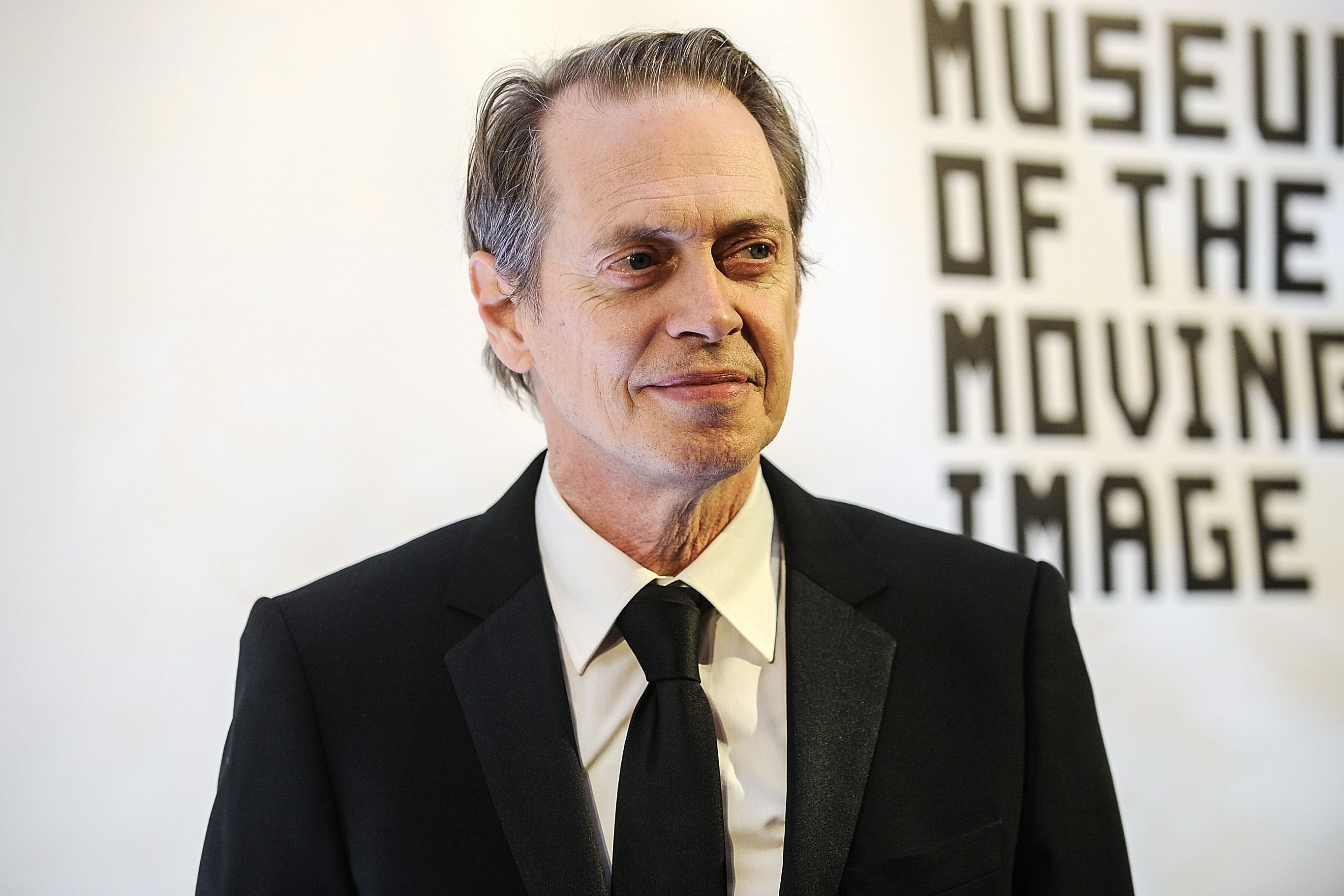 Steve Buscemi, The Retired Firefighter Who Joined His Old Unit To Help During 9/11 UNILAD buscemi 911 12