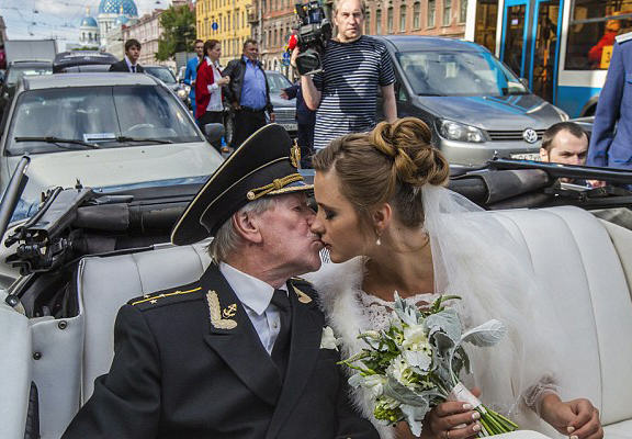 Russian Actor, 84, Marries Woman 60 Years Younger Than Him UNILAD cree 48