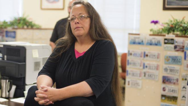 Kentucky Official Jailed After Refusal To Issue Marriage Licences To Gay Couples UNILAD davis2
