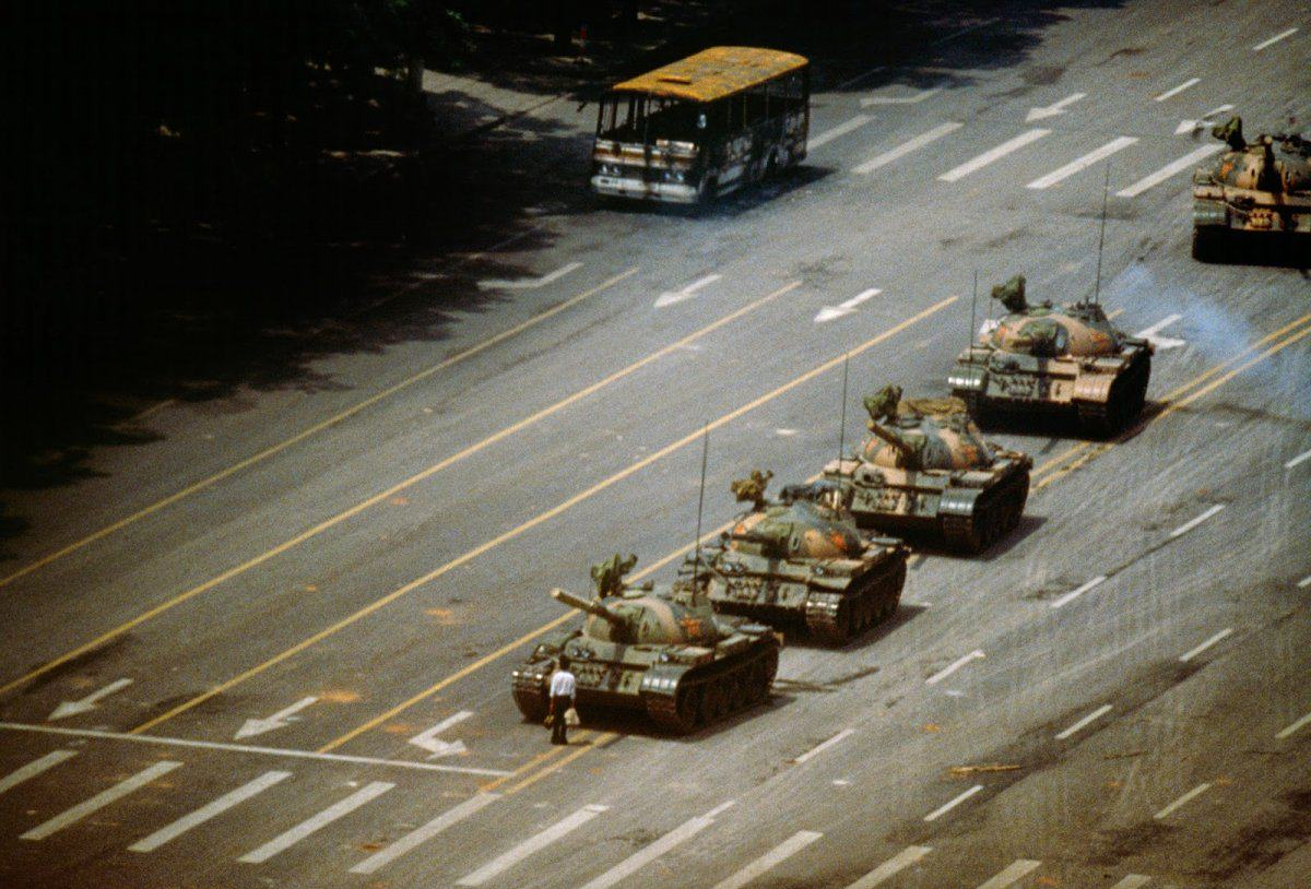 Ten Powerful Images That Shook The World UNILAD franklin tiananmen3