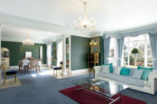 Heres A Glimpse Inside Ricky Gervais New £10Million London Mansion UNILAD gervais26