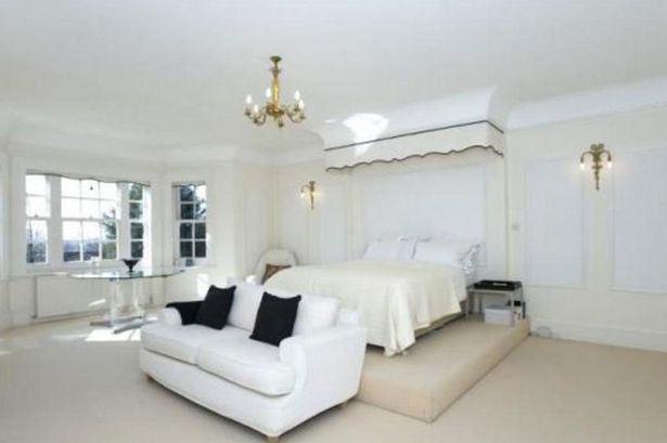 Heres A Glimpse Inside Ricky Gervais New £10Million London Mansion UNILAD gervais351