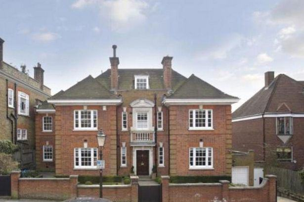 Heres A Glimpse Inside Ricky Gervais New £10Million London Mansion UNILAD gervais57