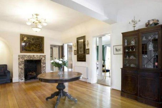 Heres A Glimpse Inside Ricky Gervais New £10Million London Mansion UNILAD gervais72