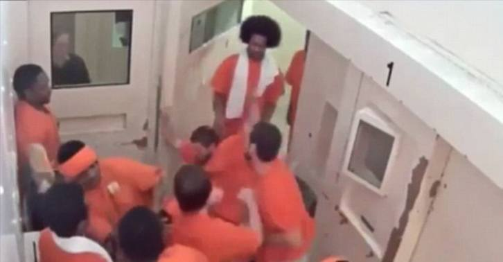 Dramatic Video Shows Terror Suspect Brutally Beaten In Canadian Jail UNILAD jail attack WEB 25