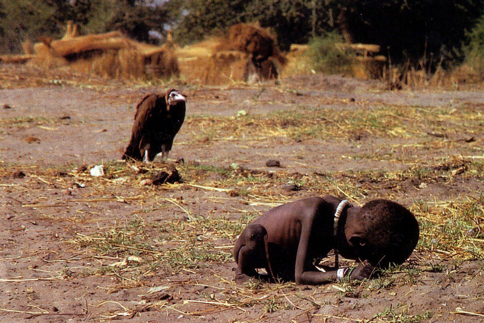 Ten Powerful Images That Shook The World UNILAD kevin carter vulture2