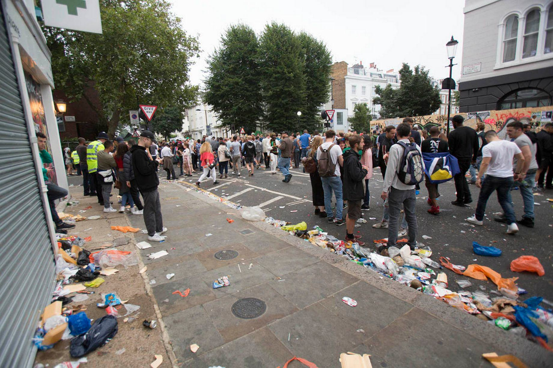 The Haul Of Weapons Seized By Police At This Years Notting Hill Carnival Is Pretty Insane UNILAD notting hill 47