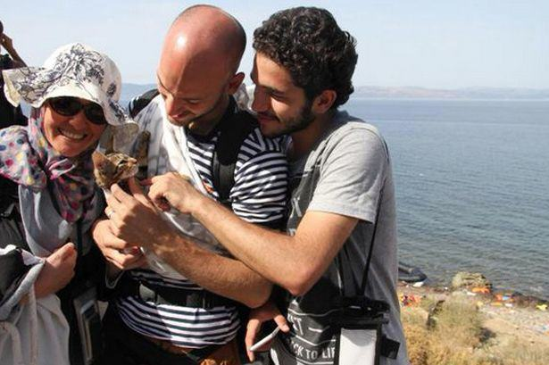 One Syrian Refugee Took His Kitten All The Way To Greece When He Fled UNILAD s28