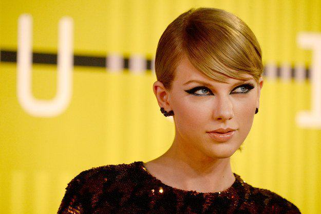 Taylor Swift Is Being Sued By A DJ Who Was Fired After Allegedly Groping Her UNILAD sw76