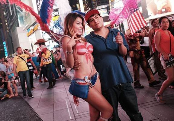 Topless Woman Of Times Square Punched In The Face By Angry Lady UNILAD tsq web4
