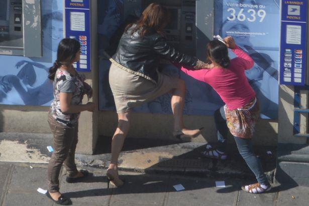 Woman Robbed At Cash Point In Broad Daylight, Nobody Helps UNILAD woman mugged 13