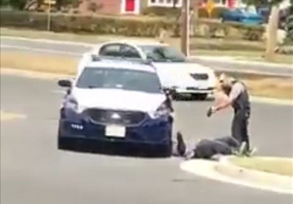 Footage Shows Police Viciously Taser Man Who Offers No Resistance cop taser WEB