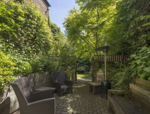 Ricky Gervais Is Selling His London Gaff And Its NICE rickygervais lon132