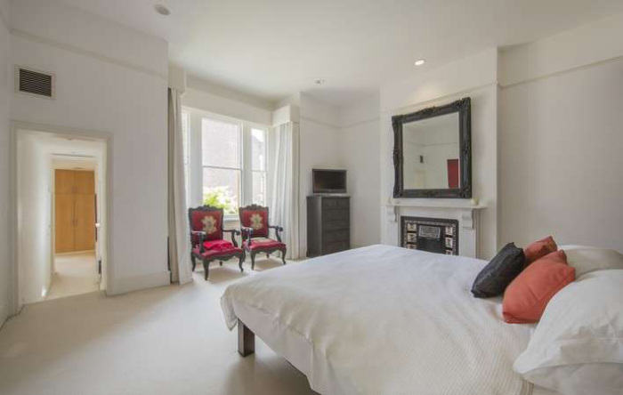 Ricky Gervais Is Selling His London Gaff And Its NICE rickygervais lon82