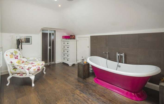 Ricky Gervais Is Selling His London Gaff And Its NICE rickygervais lon92