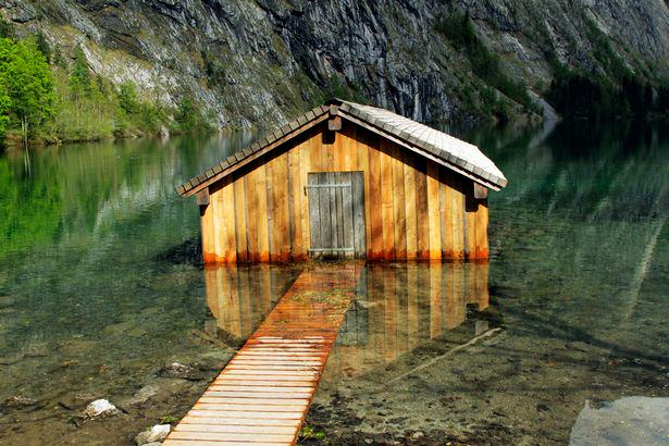 These Amazing Cabins Will Make You Want To Quit Your Job And Move UNILAD Boathouse Bavaria germany2