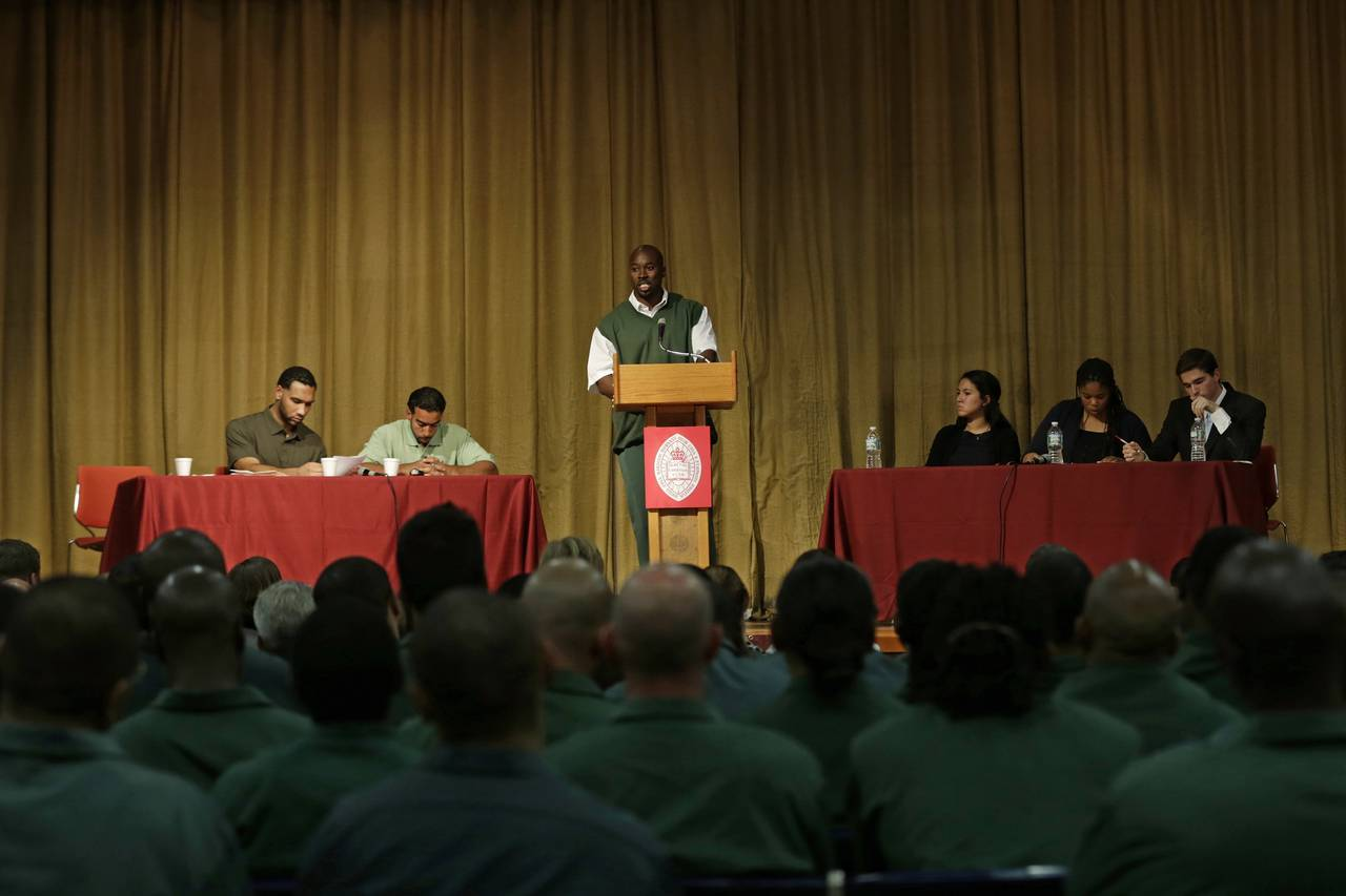 Team Of Prison Inmates Smashes Harvard University Team In Debate UNILAD PETER FOLEY FOR THE WALL STREET JOURNAL4