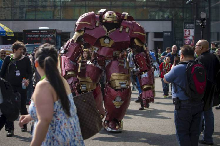 Watch Incredible 9ft Iron Man Strutting His Stuff At Comic Con UNILAD ReutersAndrew Kelly12