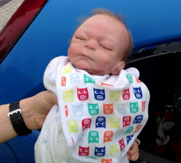 Police Smash Car Window To Save Baby, Turns Out To Be A Doll UNILAD Screen Shot 2015 10 01 at 19.54.067