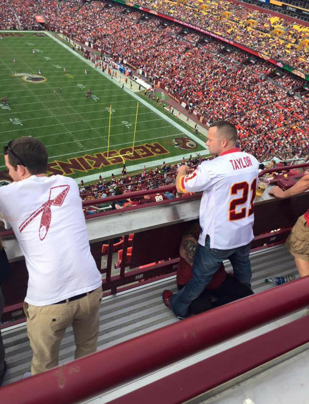 NSFW Photo Of Man (And Wife) At Football Game Goes Viral UNILAD US9t0Db 161462