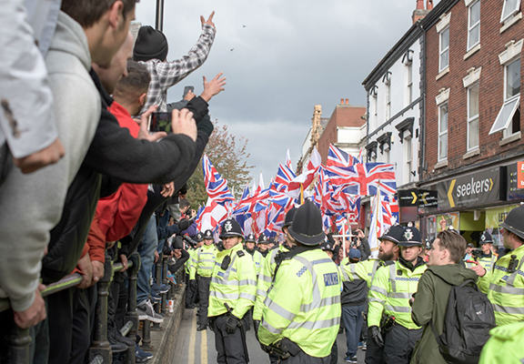Britain Firsts Anti Mosque Rally Backfires In Most British Way Imaginable UNILAD anti mos web87145
