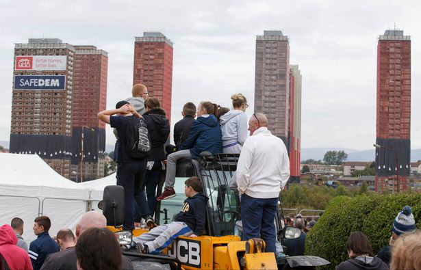 Iconic Glasgow Red Tower Flats Demolished In Only Seven Seconds UNILAD blocks12