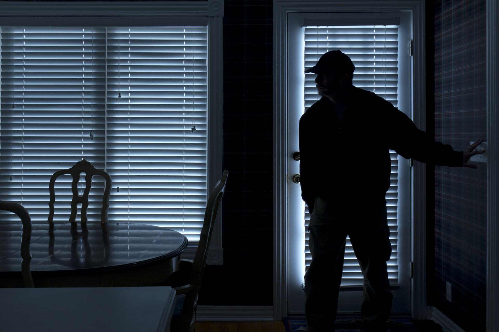 Man Shoots At Burglar Who Climbed In His Bed And Kissed Him UNILAD burglar267098