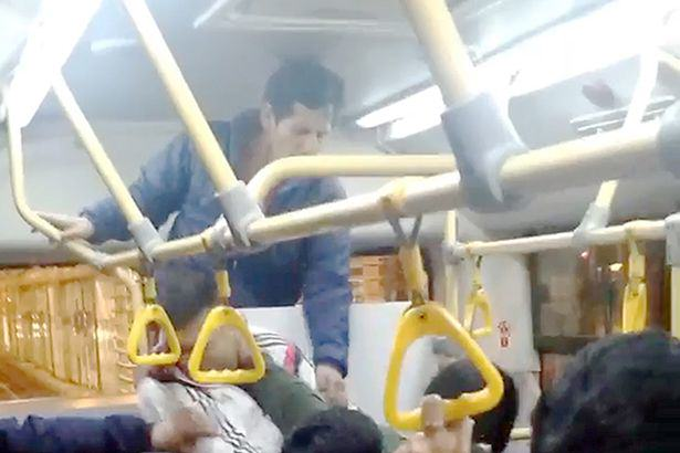 Seriously Brutal Fist Fight Breaks Out On Crowded Bus UNILAD busf14