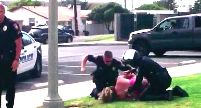 Shocking Moment Cops Hold Down Mother And Punch Her In The Face UNILAD calli12