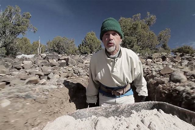 Lad Spends 25 Years In The Desert Carving Out Sandstone Caves UNILAD cave1088075 640x426