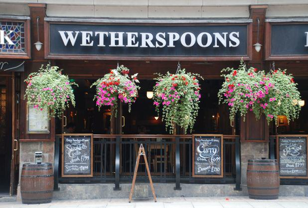 This Woman Has Visited Almost 1,000 Wetherspoons Across The UK UNILAD deanmurray52081
