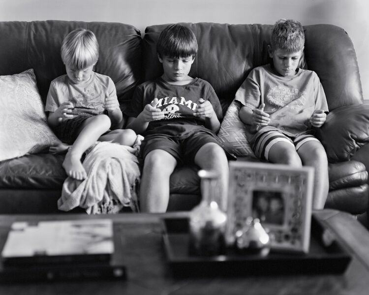 Photographer Shows What Our Lives Would Be Like Without Smartphones UNILAD eric photo 511
