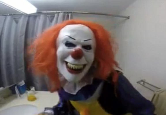 Girl Dresses As Clown And Chases Brother With Knife In Hilariously Cruel Prank UNILAD evil clown WEB4