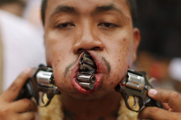 Seriously Painful Pictures Show Facial Piercings Using Swords, Knives and Guns UNILAD facial piercings79366
