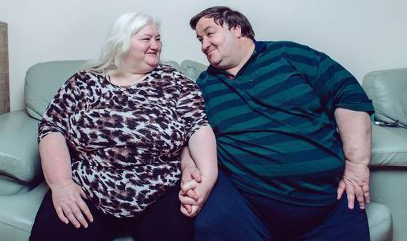 Gross Things You Do When Youre Too Comfortable In Your Relationship UNILAD fat couple16782
