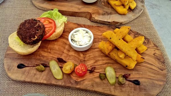 Grasshoppers And Worms Are On The Menu At New UK Restaurant UNILAD food insect78106