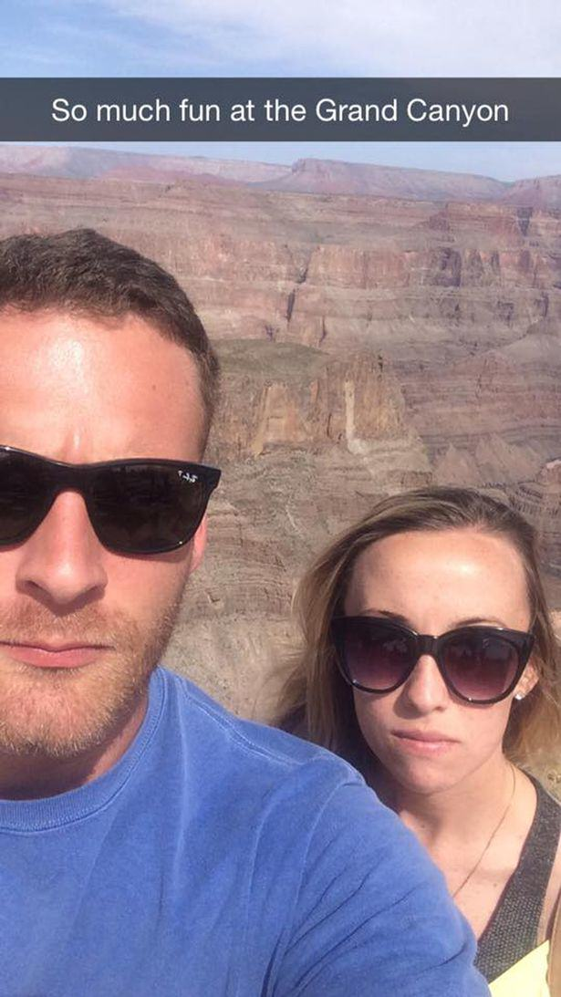 Couple Brilliantly Mock Those Instagram Couples Who Post Travelling Selfies UNILAD fun couple 117541