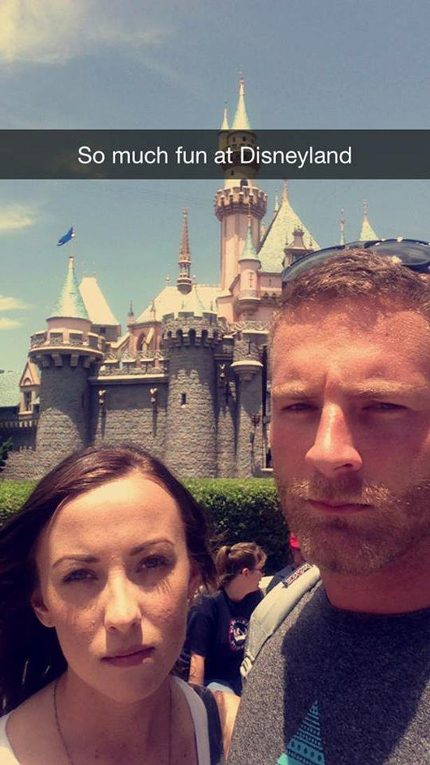 Couple Brilliantly Mock Those Instagram Couples Who Post Travelling Selfies UNILAD fun couple 343473