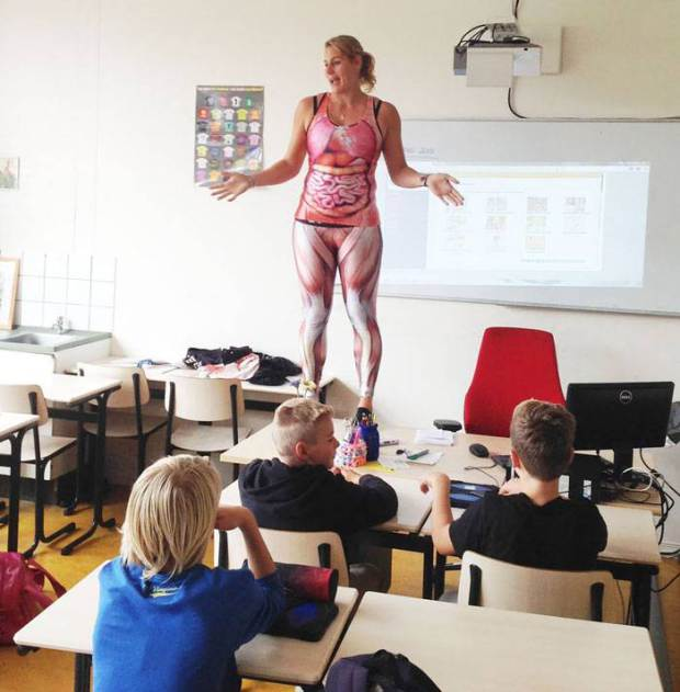 Teacher Strips Off To Teach Memorable Lesson About The Human Body UNILAD groenehartscholen12