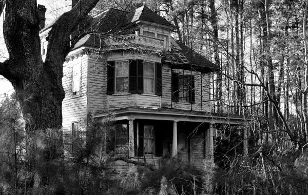 New App Tells You How Many People Died In Your House UNILAD haunted house81631