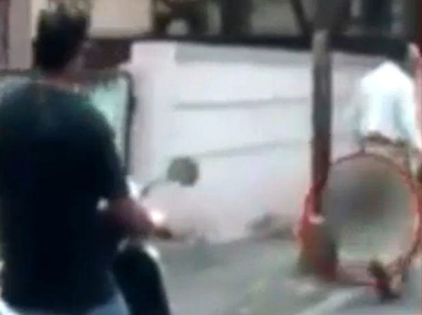 A Man Cut Off His Wifes Head And Carried It Down The Street UNILAD headofwife16