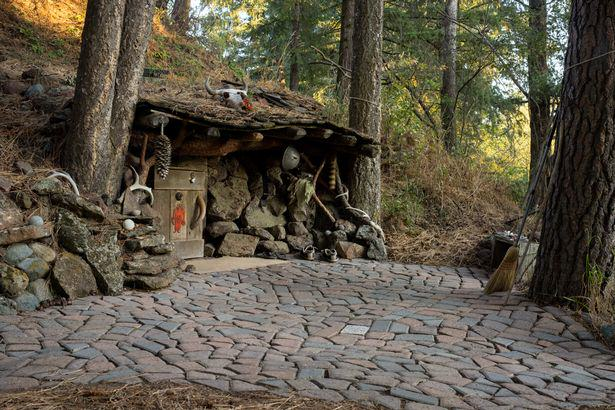These Amazing Cabins Will Make You Want To Quit Your Job And Move UNILAD hobbit10