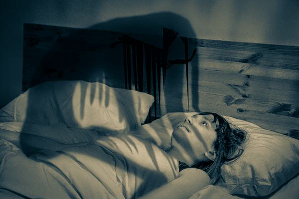 What Are Your Experiences With The Sleep Paralysis Demon Like? UNILAD how to stop sleep paralysis5