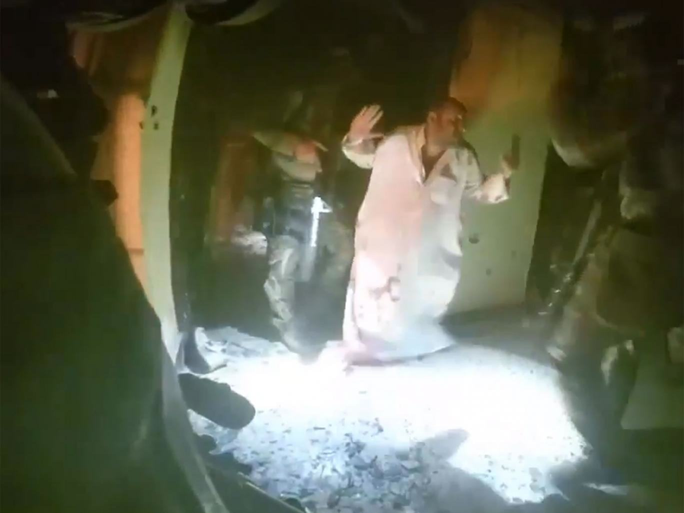 Dramatic Footage Shows Moment Kurdish And American Forces Freed 70 ISIS Hostages UNILAD isis raid video79960